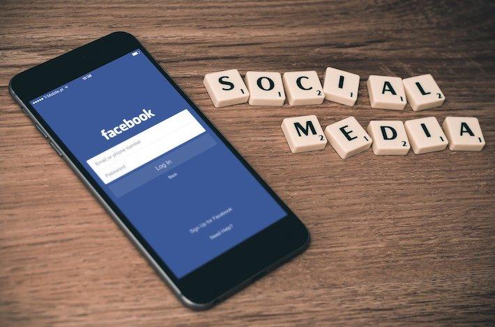 Súkromný najvyšší súd Facebooku prikázal obnoviť zmazané príspevky